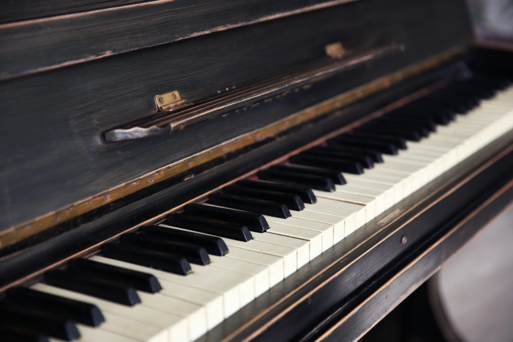 Old piano for piano removal